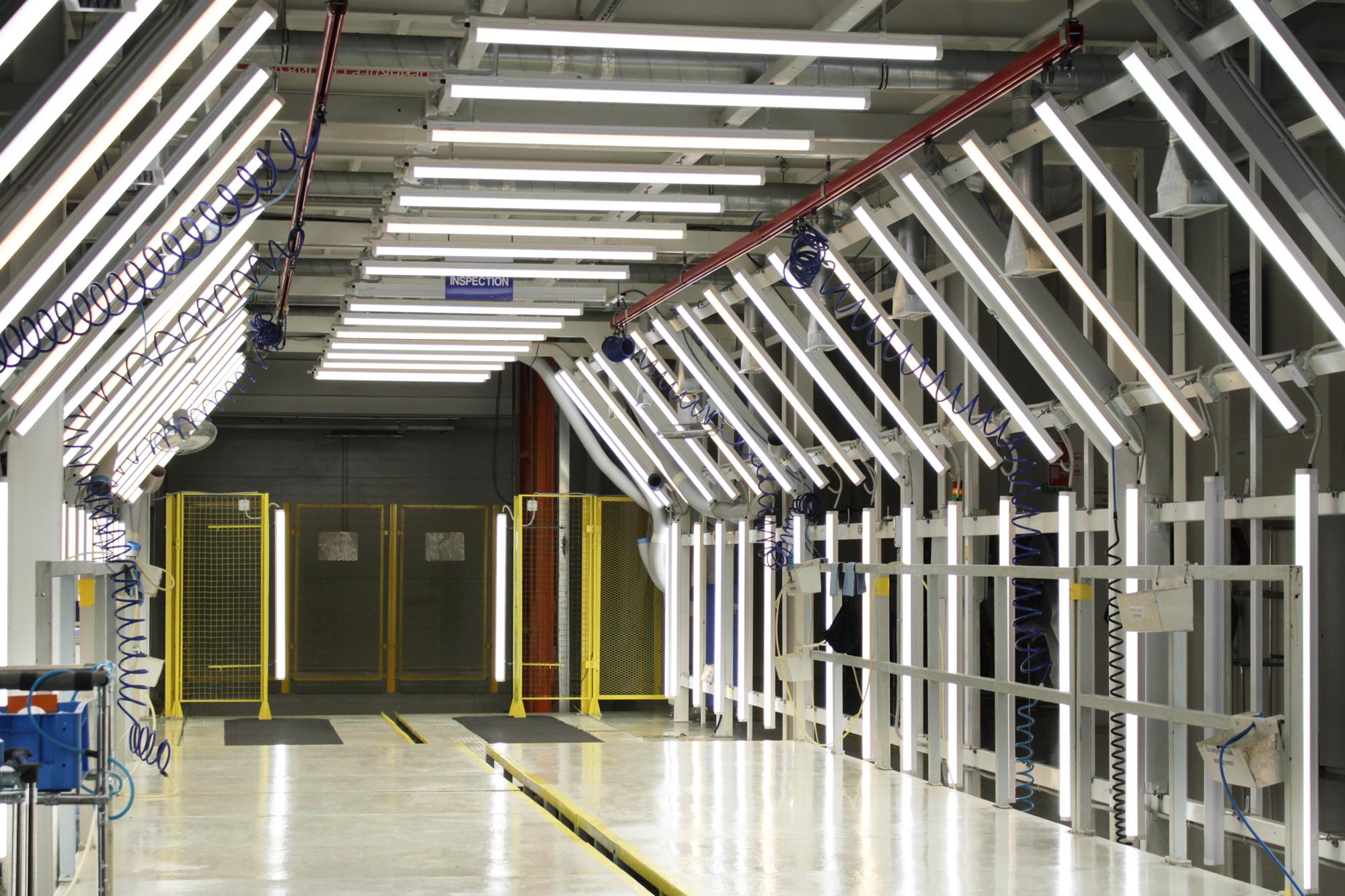 Освещение зоны ОТК покрытия краской автомобилей Hyundai
