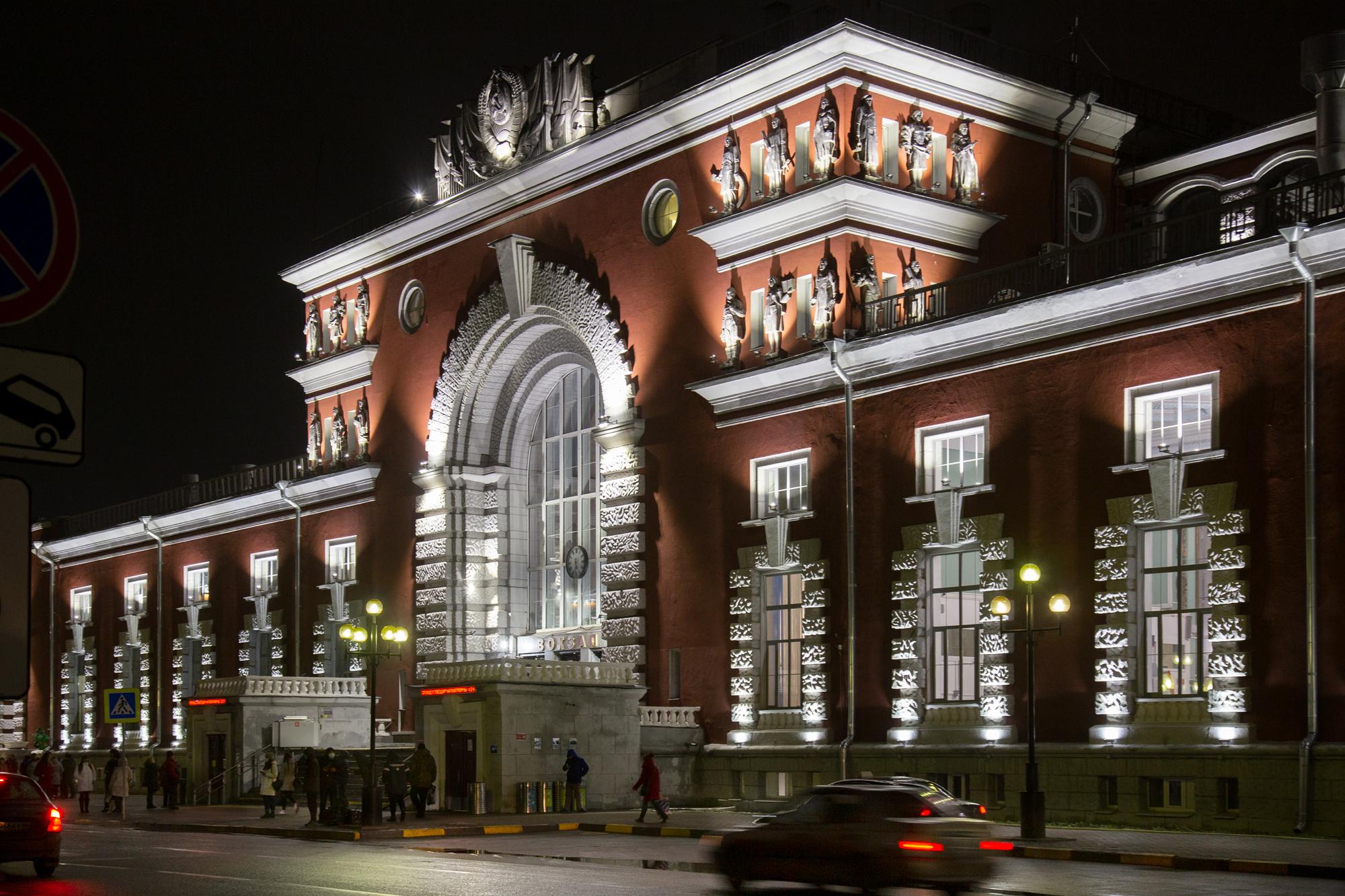 Реализованный проект освещения территории вокзала в городе Курск