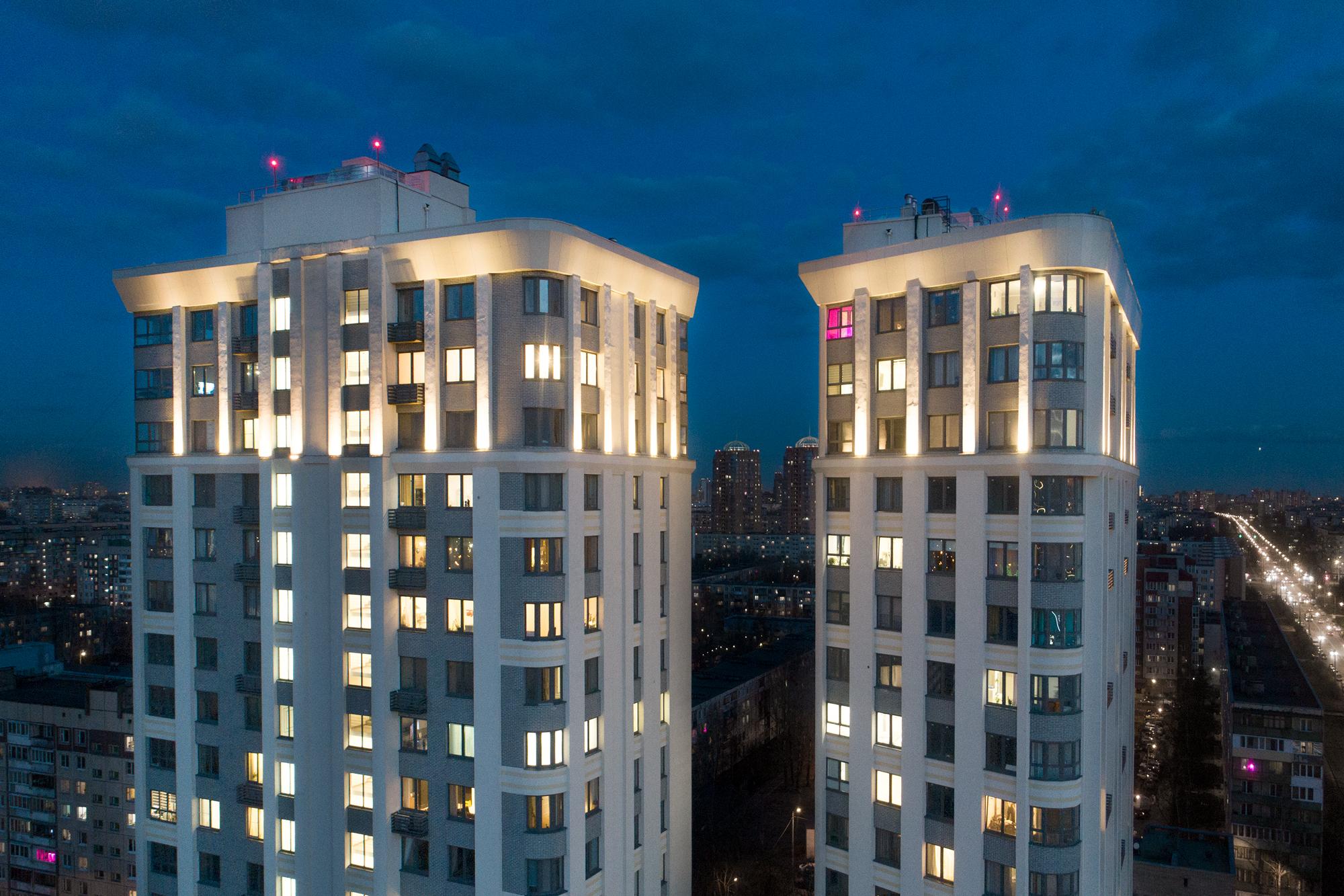 Реализованный проект освещения фасада ЖК «TWIN HOUSE»